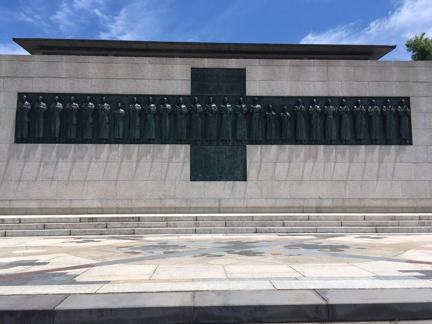 等身大のブロンズ像26人殉教者